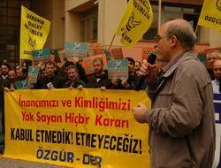 Özgür-Der: Eleştiri Özgürlüğümüz Boğulmak İsteniyor!