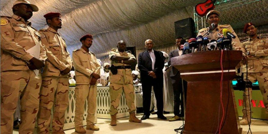 """""""Sudan'da Ordu, Yönetimi Sivillere Teslim Etmek İstiyor"""""""