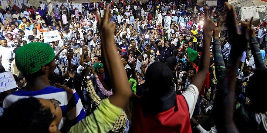 Sudan'da 1 Milyon Muhalif Askerlere Karşı Yeniden Sokağa İniyor