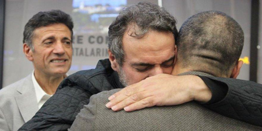 İsrail'de Serbest Bırakılan İşadamı Yurda Döndü
