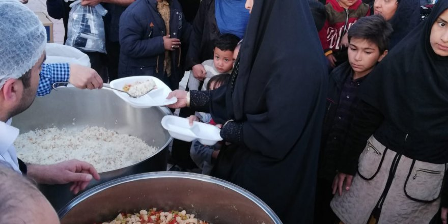 Van Özgür-Der'den Mültecilere Yemek İkramı
