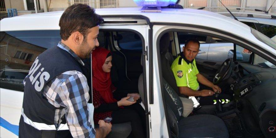 Kimliğini Unutan Suriyeli Öğrenciyi Polisler Sınava Yetiştirdi