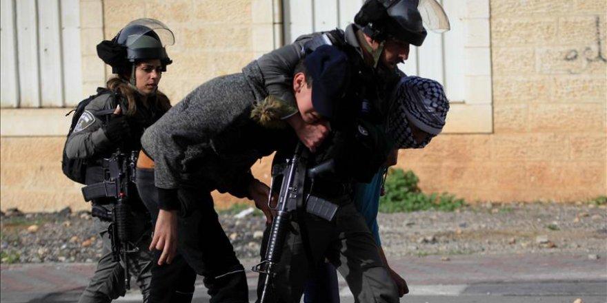 İsrail Güçleri 58 Filistinliyi Gözaltına Aldı