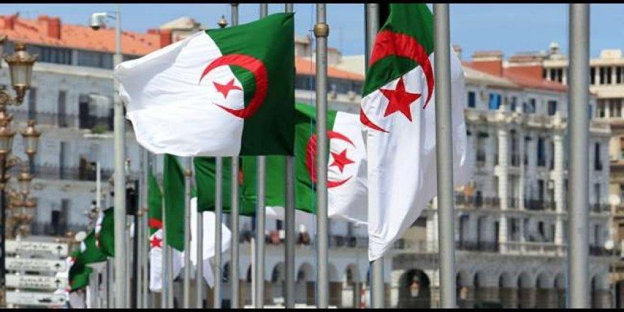 Cezayir'de Cumhurbaşkanlığı Seçimi İçin Adaylık Başvuruları Başladı