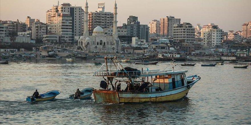 İşgalci İsrail Gazze'deki Avlanma Mesafesini Yeniden Düşürdü