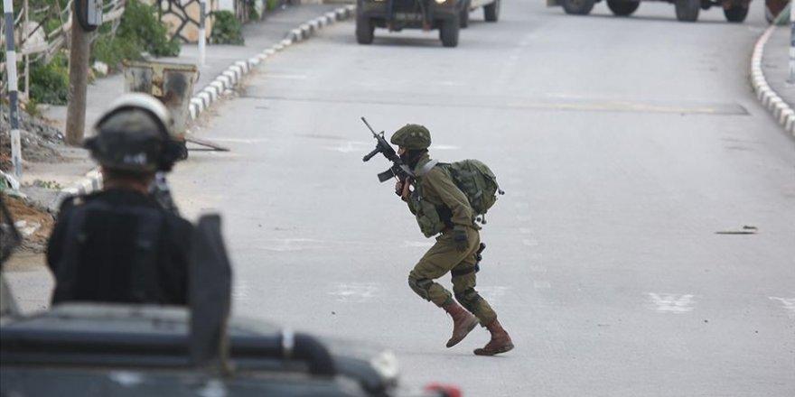 İşgalci İsrail Batı Şeria'da Filistin Güvenlik Merkezine Ateş Açtı