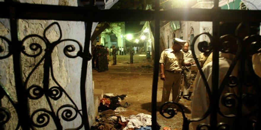 Hindistan'da 37 Kişinin Öldüğü Saldırının 4 Sanığı Kefaletle Serbest