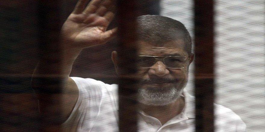 Muhammed Mursi Hakkı Savunurken Şehadet Şerbetini İçti