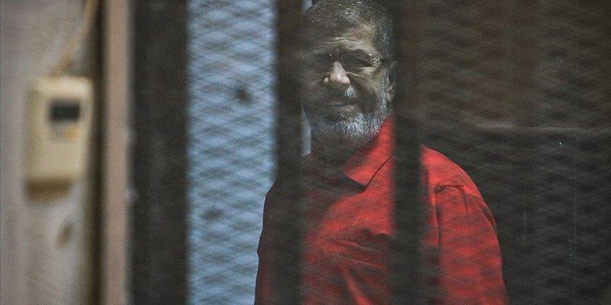 Ali Emre, Mursi İçin Yazdığı Şiiri Seslendirdi