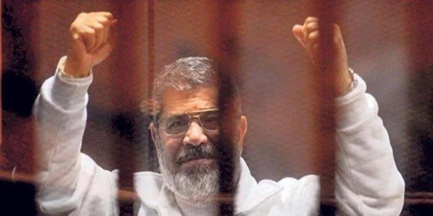 Ali Emre'den Şehid Mursi İçin Şiir: Zindana Sığmayan Kartal