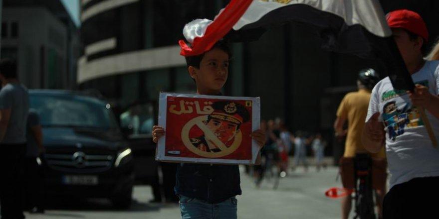Düsseldorf'ta Şehid Muhammed Mursi İçin Gıyabi Cenaze Namazı Kılındı