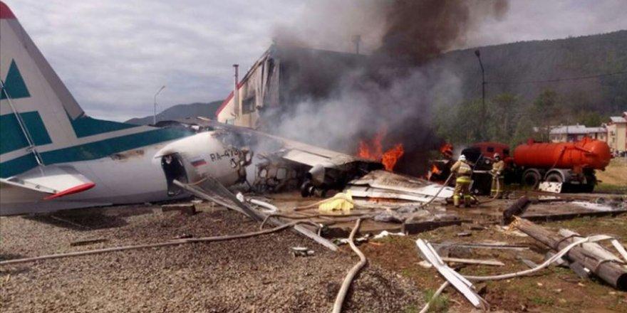 Rusya'da Acil İniş Yapan Yolcu Uçağı Pistten Çıktı: 2 Ölü, 22 Yaralı