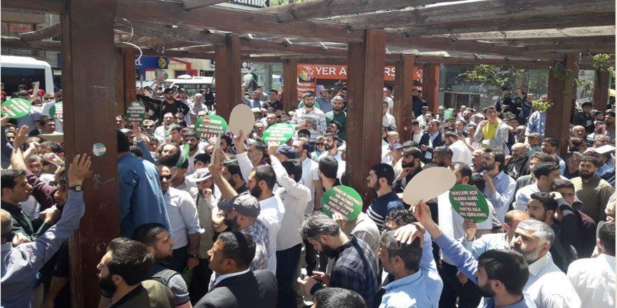 Ahlaksızlığa Geçit Vermeyen Vanlı Müslümanlar 'Kabahatli' İlan Edildi!
