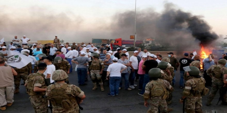 Lübnan'da Bakanın Konvoyuna Silahlı Saldırı: 2 Ölü