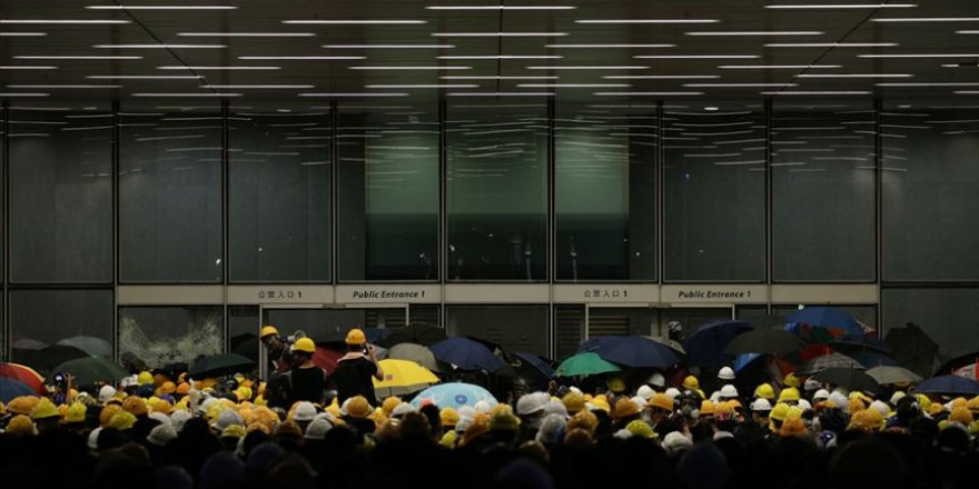 Hong Kong'ta Protestocular Meclisi Bastı