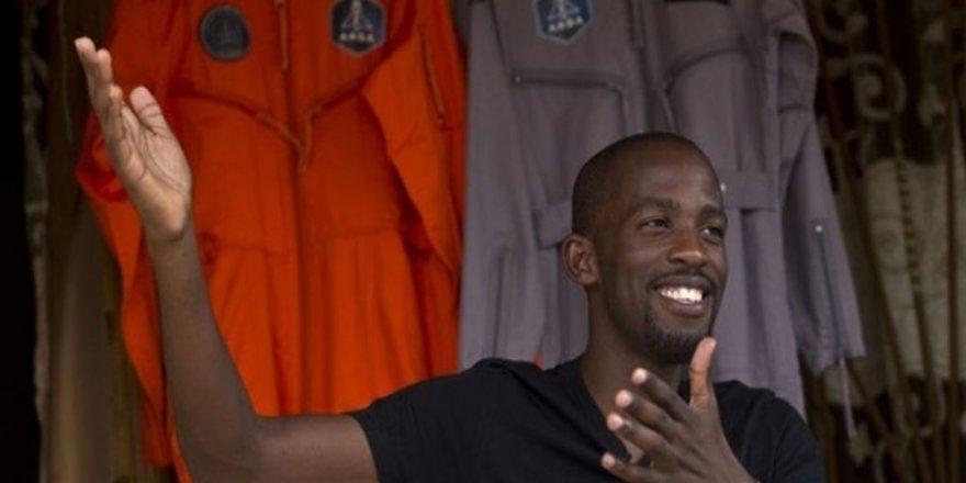 Uzaya Çıkacak İlk Afrikalı Motosiklet Kazasında Öldü
