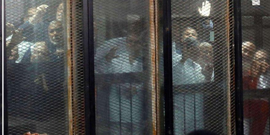 Mısırlı Siyasetçiler Müslüman Kardeşler'e Çalışmakla Suçlanarak Tutuklandı
