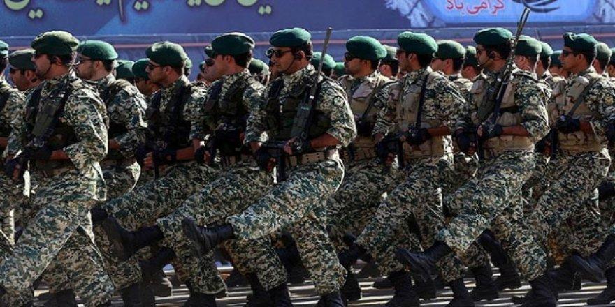 İran'da 3 Devrim Muhafızı Öldürüldü