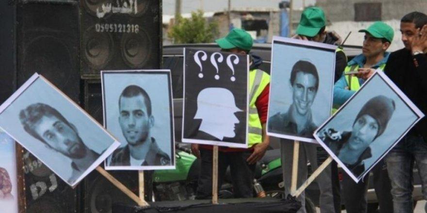 Siyonist Yetkililer: Esir Askerler İçin Hamas'la Pazarlık Yapmamız Gerekiyor