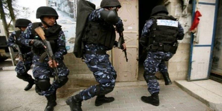 Abbas Yönetimi Biri Öğrenci İki Kişiyi Gözaltına Aldı