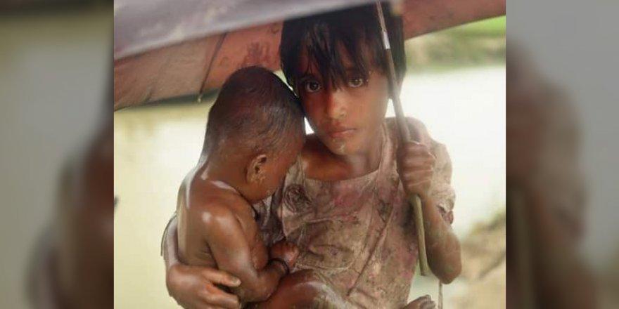 Bangladeş'teki Arakan Mülteci Kamplarında Muson Yağmurları Sele Yol Açtı