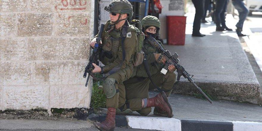 İşgal Güçleri 19 Filistinliyi Gözaltına Aldı