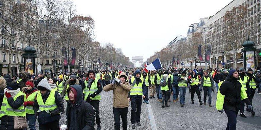 Fransa'da Sarı Yeleklilerin Eylemleri 8. Ayını Doldurdu