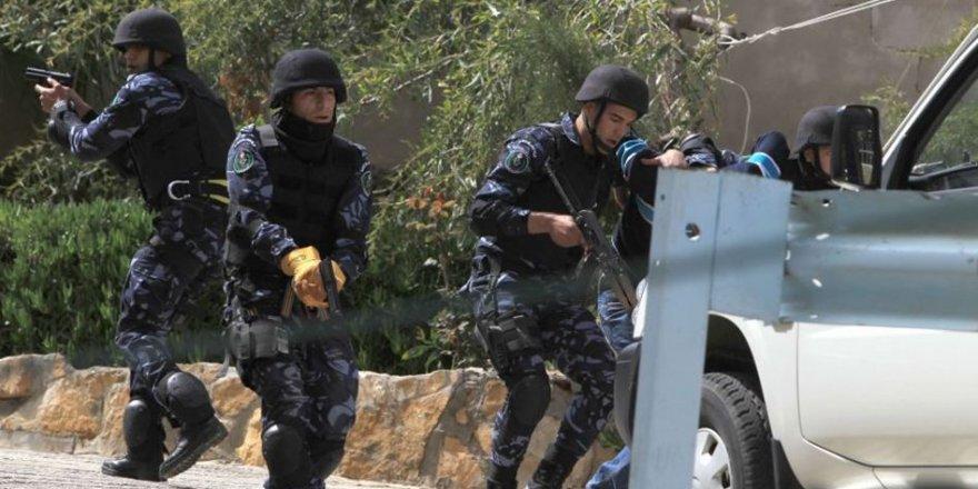 Mahmud Abbas Yönetimi Üçü Kardeş Dört Kişiyi Gözaltına Aldı