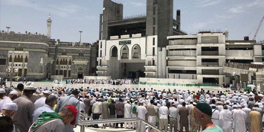 Suudi Arabistan'da İş Yerleri Namaz Vakti de Açık Olabilecek