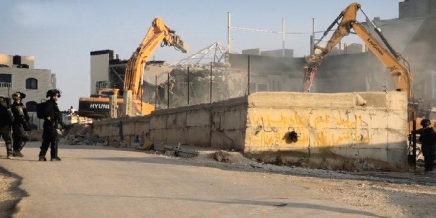 Terör Devleri İsrail Binlerce Filistinliyi Evsiz Bıraktı