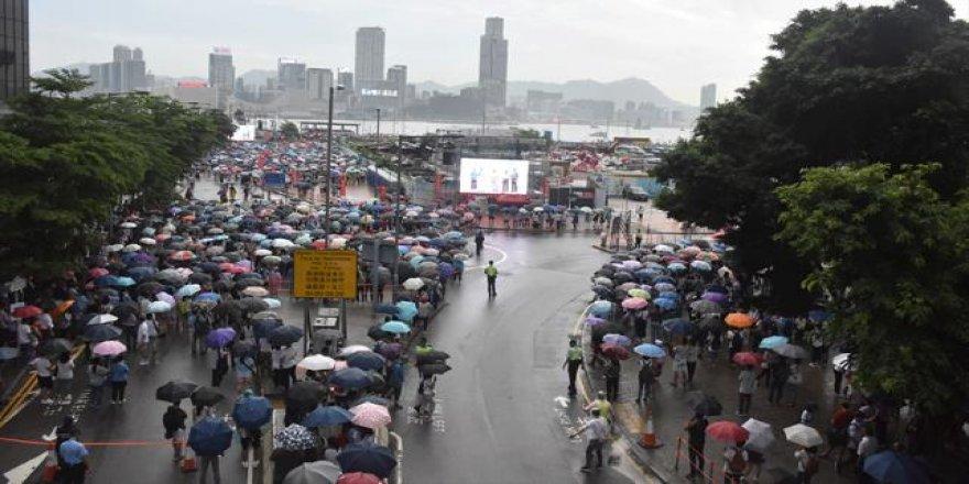 Hong Kong'da Hükümet Taraftarları Polise Destek İçin Toplandı