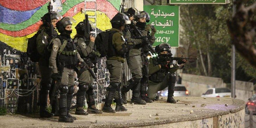 İsrail Güçleri Batı Şeria'da 19 Filistinliyi Gözaltına Aldı