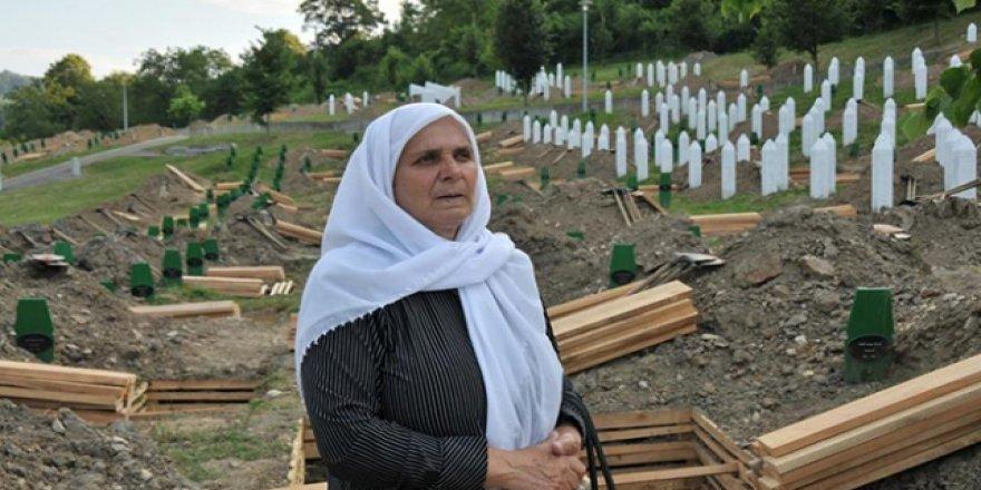 """Srebrenitsa'nın """"Adalet Savaşçısı"""" Annesi Unutulmadı"""