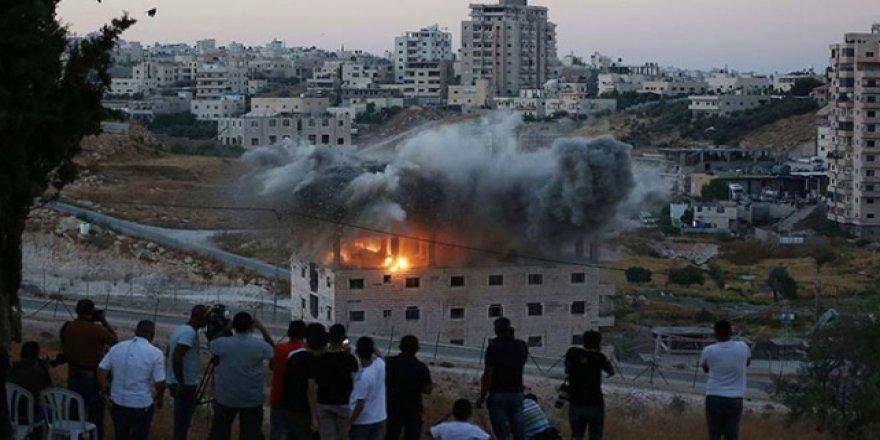 İşgalciler Filistinlilere Ait Binayı Patlayıcıyla Yıktı