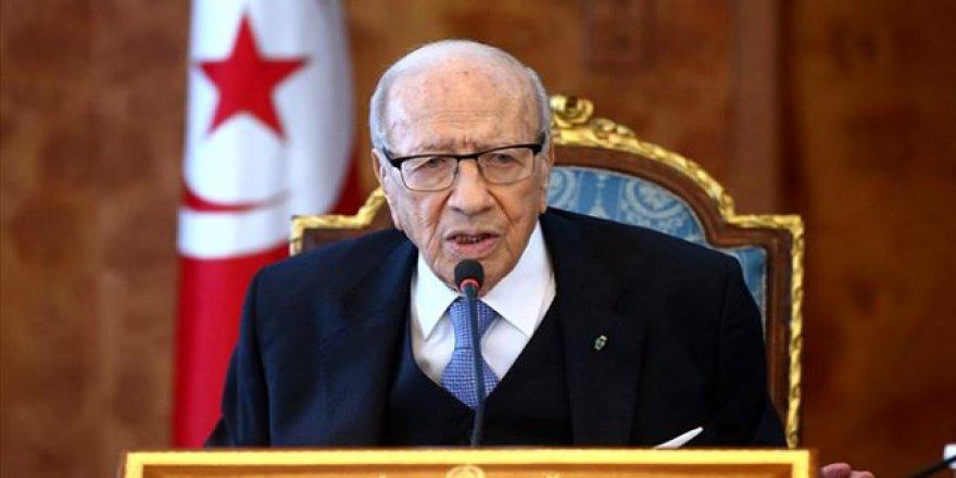 Tunus Cumhurbaşkanı Sibsi Vefat Etti