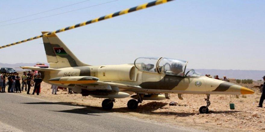 Libyalı Pilot Trablus'u Bombalamamak İçin Tunus'a İniş Yapmış