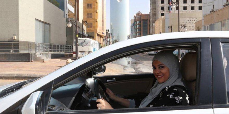 Suudi Arabistan'da Kadınların Araç Kullanması İçin Erkek Refakati Şartı Kaldırıldı