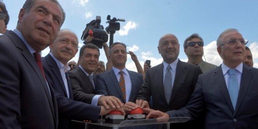 Kemal Kılıçdaroğlu, Butonla Heykel Açtı
