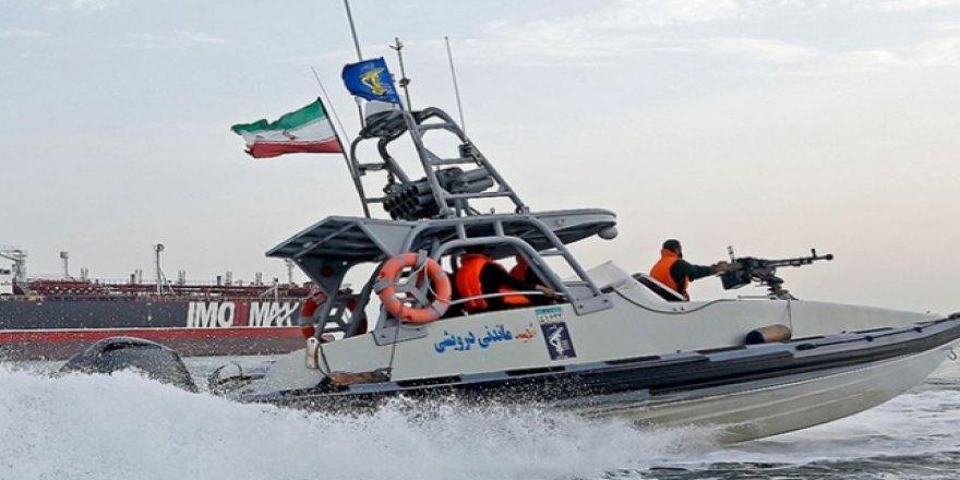 İran Basra Körfezi Yakınlarında İki Tekneye El Koydu