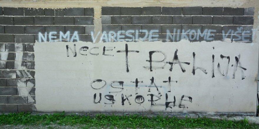 Bosna Hersek'te Ev ve Araçlara Irkçı Saldırı
