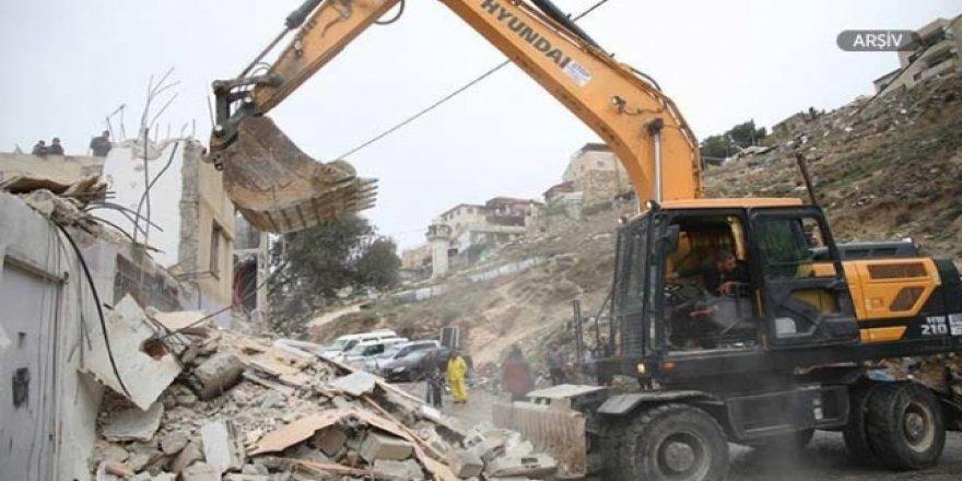 İsrail Batı Şeria'da Filistinlilere Ait Yapıları Yıktı