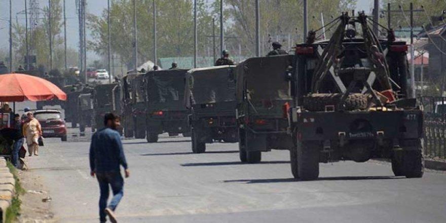 Cammu Keşmir'deki Göçmen İşçiler Bölgeyi Terk Ediyor