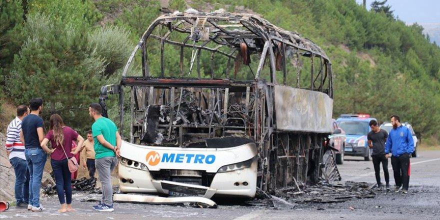 Yine Yolcu Otobüsü Yandı