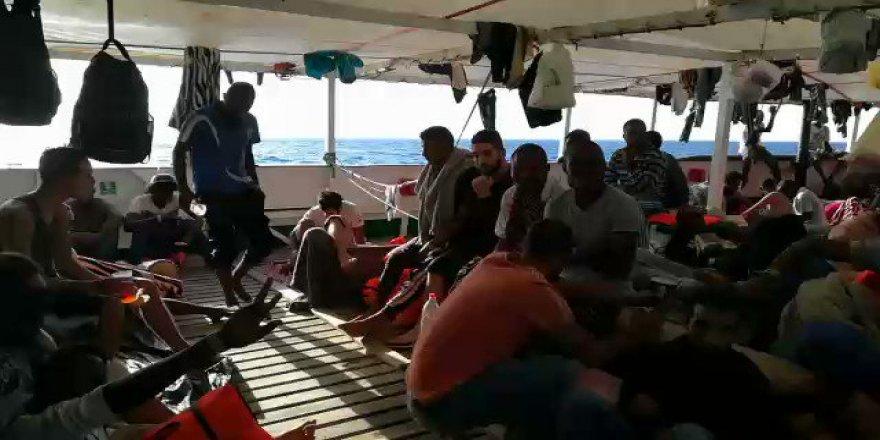 İtalya'nın Denizde Bıraktığı Göçmenleri 6 Ülke Kabul Ediyor