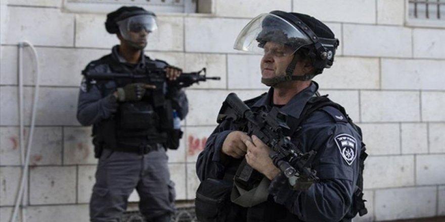 İsrail Güçleri Gece Baskınlarında 23 Filistinliyi Gözaltına Aldı