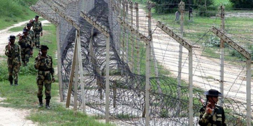 Pakistan Hindistan Sınırında Hint Askerleri Ateş Açtı