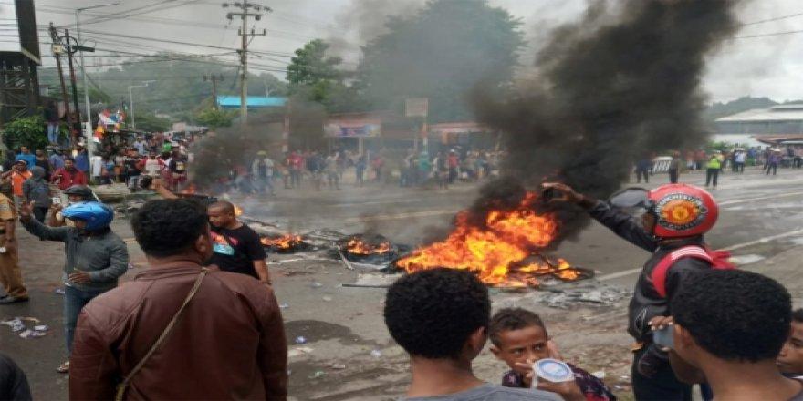 Endonezya'da Papualı Öğrencilerin Gözaltına Alınması Protesto Edildi