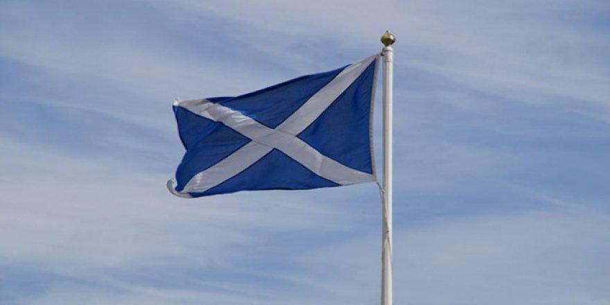 İskoç hükümeti yeni bağımsızlık referandumunda ısrarcı