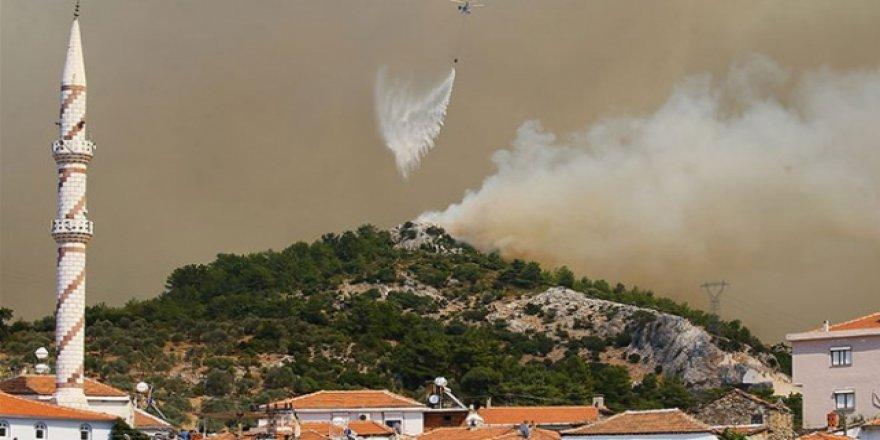 İzmir'deki Orman Yangını Menderes ve Seferihisar İlçelerine Sıçradı