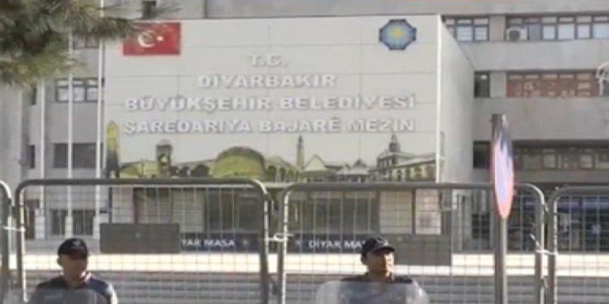 Diyarbakır'da 29 Memur Görevden Uzaklaştırıldı